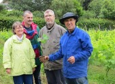 Plantation de nouveaux plants pour Le Berligou – Couëron